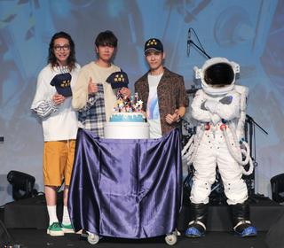 50年前阿姆斯壯一次登陸月球,50年後宇宙人第一次登陸台北小巨蛋!
