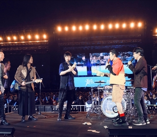 """五月天「Mayday Just Rock It!!!""""藍 BLUE""""」紅色平安夜回味「藍色記憶」 演唱會成雪白世界降禮物雨"""